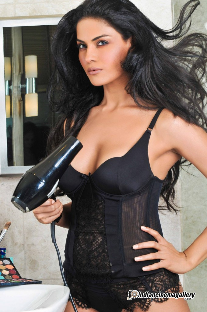 Veena Malik hot photo shoot pics 02_12_12 _4_