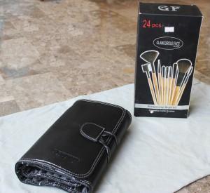 Packaging of Glamorous Face USA makeup brushes kit