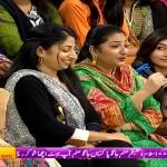 Kiya Apne Khabhi Kisi Ko Gatein Huwe Larte Dekha Hai – Watch This