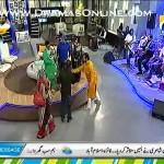 Aamir Liaquat Hussain Ne Apne Morning Show Pe 1 Bacha 1 Be Aulad Jode Ko Tohfe Me De Dala