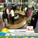 Dr Aamir Liaquat Giving 30+ Umrah Tickets To People Live On His Morning Show