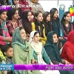 Faisal Qureshi Came On Sanam's Show & Got 22 Flowers From 22 Girls, Whats The Secret