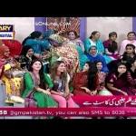 Nida Yasir Apne Show Per Ayi Hui Audience Se Jalebi Khane Ka Mukabla Karwane Lagi